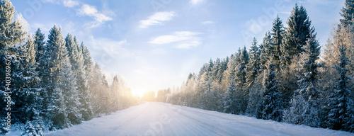 Zimowa panorama drogi