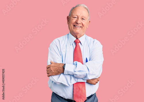 Tela Senior handsome grey-haired man wearing elegant tie and shirt happy face smiling with crossed arms looking at the camera