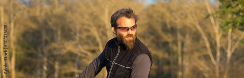 Sports brutal bearded guy on a modern mountain bike Fototapet