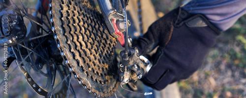 Canvastavla Sports brutal bearded guy on a modern mountain bike