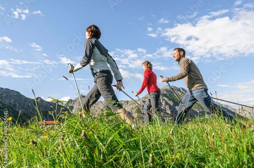 Fototapeta Nordic Walking - gesundheitsfördernder Breitensport für Jedermann