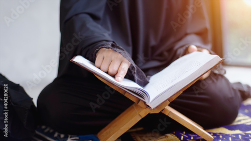 Fotomural Portrait of an Asian muslim women in a daily prayer at home reciting Surah al-Fa