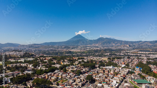 Fotografie, Obraz View of Guatemala City, its volcanoes and mountains on a sunny day