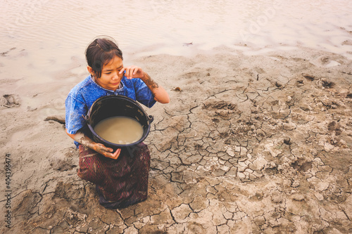 Papel de parede High Angle View Of Girl With Dirty Water In Bucket Crying On Drought Field