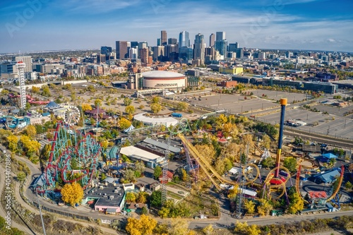 Slika na platnu Denver is the only major American Metro with an Amusement Park in its Downtown