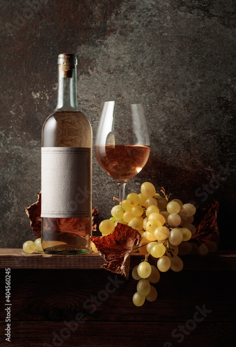Obraz Wine with grapes and dried up vine leaves. - fototapety do salonu