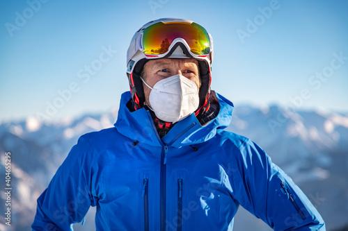 Fototapeta Portrait of a male skier wearing a FFP2 mask obraz
