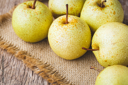 Fotografia Close-up Of Granny Smith Apples On Table