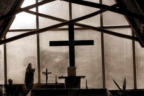Foto Altar with Cross in the Background