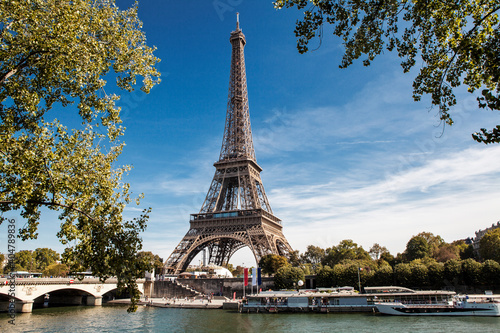 Obraz Symbol of Paris, Eiffel Tower, France - fototapety do salonu