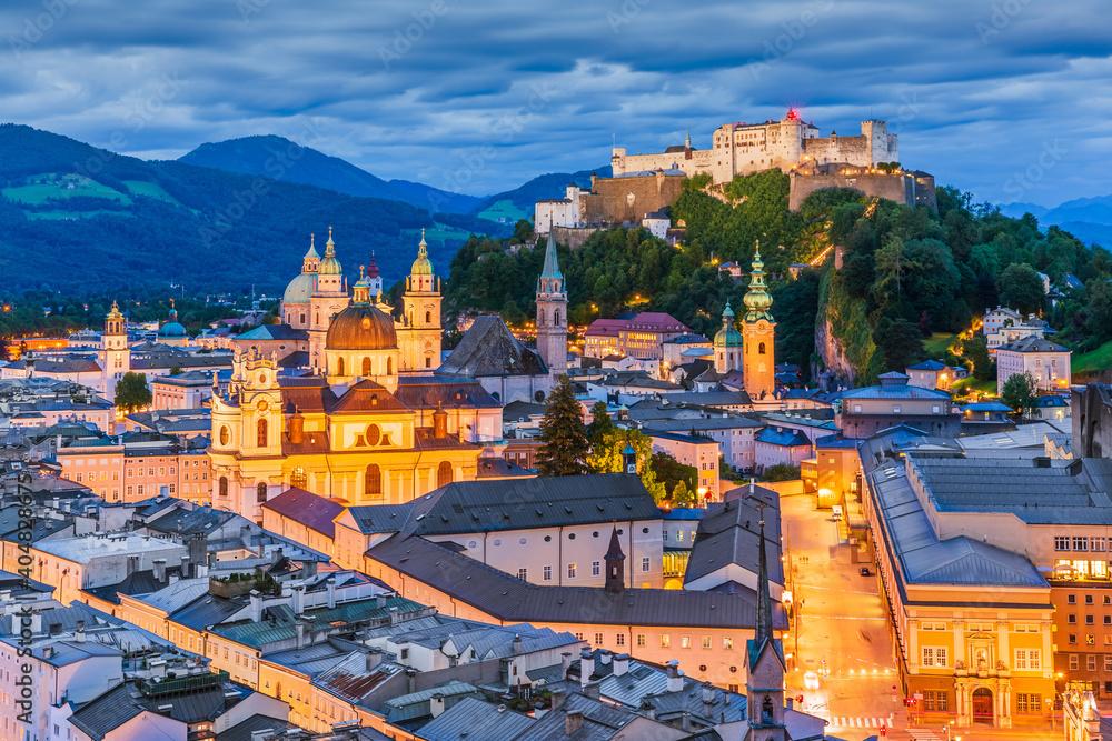 Fototapeta Salzburg, Austria. Old town with Festung Hohensalzburg fortress and Salzburger Dom.