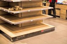 Leeres Regal Im Supermarkt Während Der Corona-krise