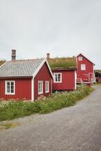 Case Rosse Tipiche Alle Isole Lofoten Con Erba Sul Tetto
