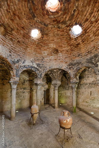 Canvastavla Inside of arabic baths (baños arabes) in city centre of Palma, capital of Mallor