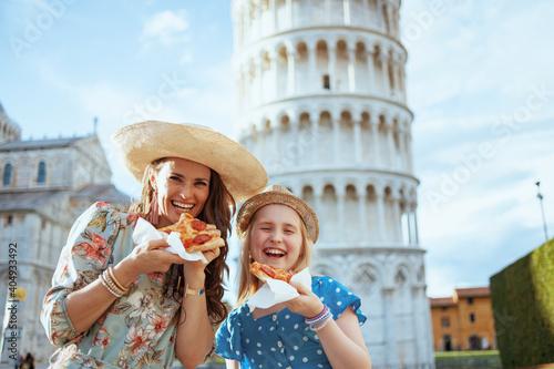 Tela happy trendy family with pizza