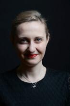 Junge Frau Bloind Happy Glücklich Lächelnd Portrait Lowkey