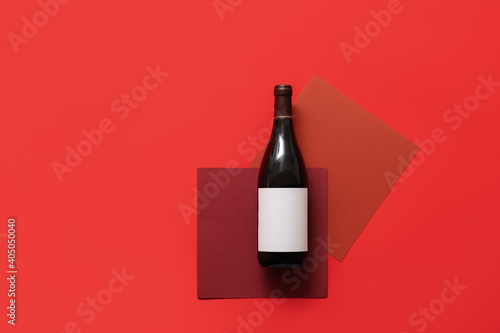 Fotografía Bottle of wine with blank label on color background
