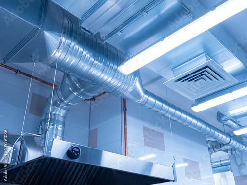 Fotografía Ventilation system on ceiling of industrial room