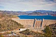 USA, California, Lake Shasta, Lake Shasta Dam