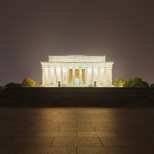 USA, Washington DC, Pavement In Front Of Illuminated Lincoln Memorial At Night