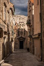 Croatia, Dubrovnik, Narrow Alley In Old Town