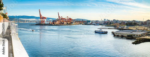 Obraz na plátne Vancouver Harbour panorama early mornings, on a sunny day