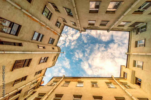 Ancient high-rise courtyards of the sky of St Fotobehang