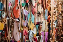 Alpargatas En Puesto Del Mercado De Marrakech