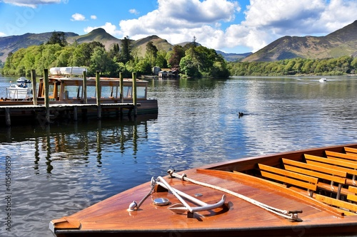 Foto Boats Moored In Lake Against Sky