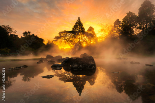 Photo Scenic View Of Lake Against Sky During Sunset