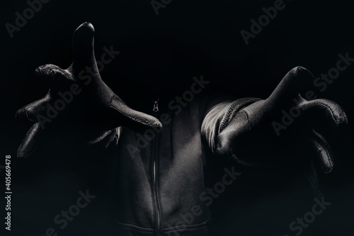 Cuadros en Lienzo Horror photo of a scary man hands reaching out from darkness with fog