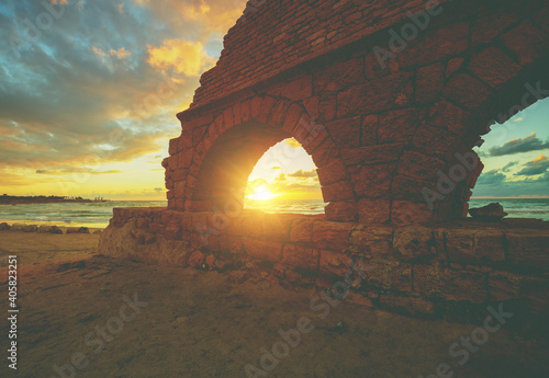 Remains of the ancient Roman aqueduct in ancient city Caesarea at sunset Fototapete