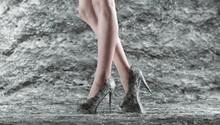Sapato Feminino De Salto Alto  De Pedra, Rochoso, Material 3D. Pernas Femininas Elegantes.