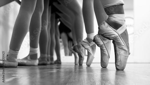 Foto Low Section Of Ballet Dancers On Dancing On Floor
