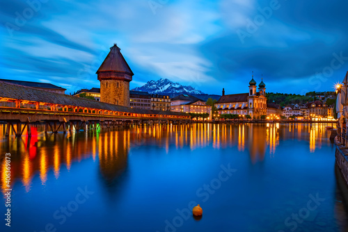 Obraz na plátně Amazing nightscape of historic center of Lucerne, Switzerland.