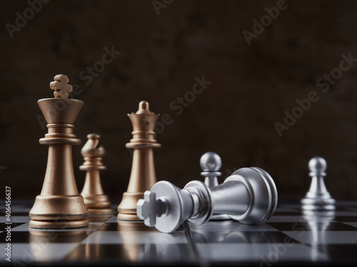 Canvas-taulu wood chess pieces on board game. brown vintage background