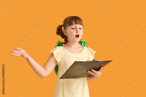 Photographie Little actress on color background
