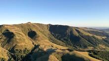 Le Lioran Et Le Massif Du Puy Mary Dans Le Cantal En Auvergne (survol)