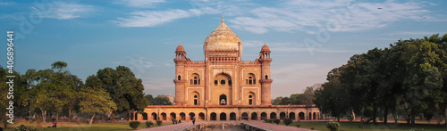 Obraz na plátne Safdarjung's, a popular tourist spot, was built in 1754 in the memory of Safdarjung Tomb who was the Prime Minister of India during the reign of Ahmad Shah Bahadur