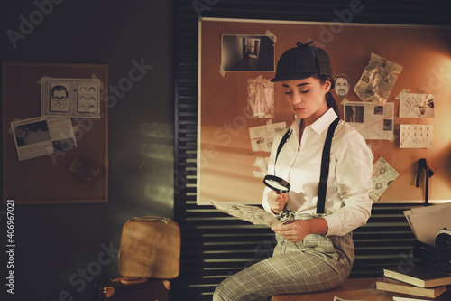 Obraz Old fashioned detective with magnifying glass and document in office - fototapety do salonu
