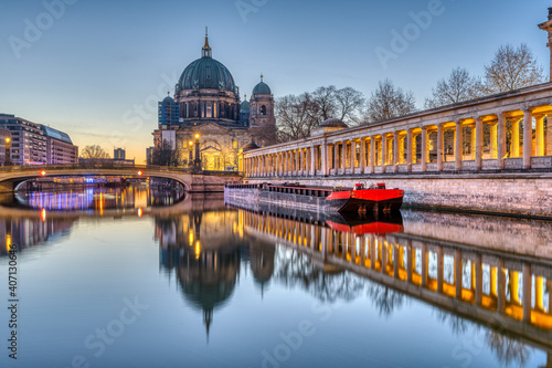 Fototapety, obrazy: The Berlin Cathedral on the Museum Island before sunrise