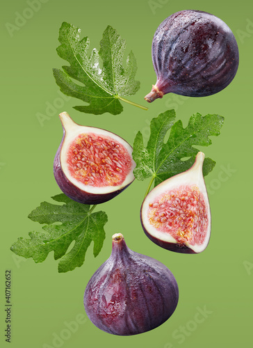 Fototapeta Flying fig and leaves isolated on green background