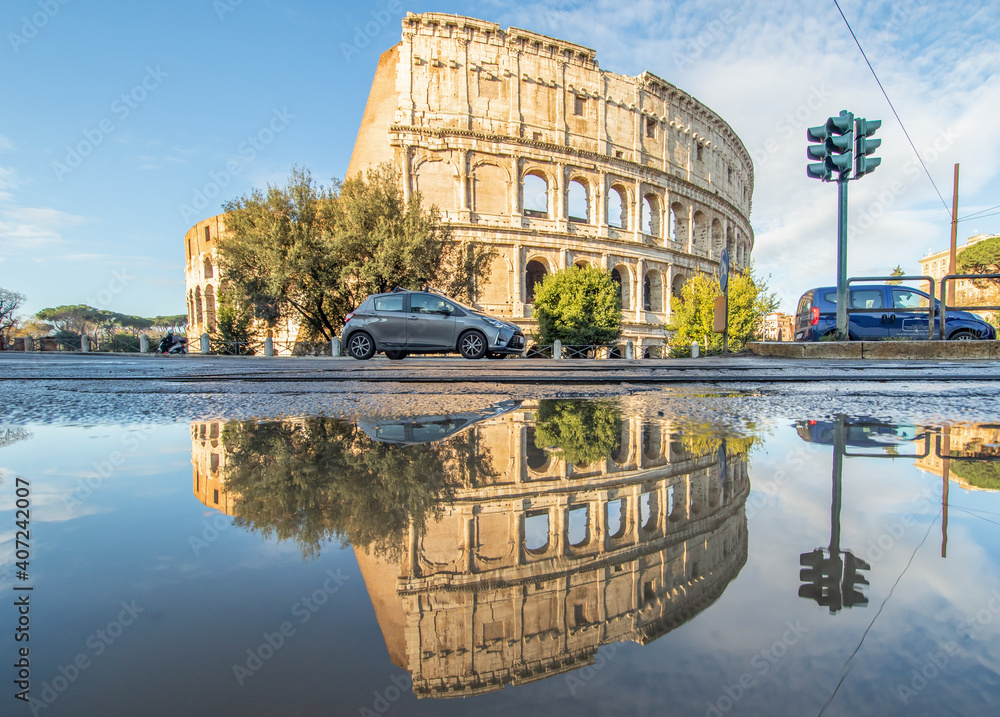 Fototapeta Rome, Italy - in Winter time, frequent rain showers create pools in which the wonderful Old Town of Rome reflect like in a mirror. Here in particular the Colosseum