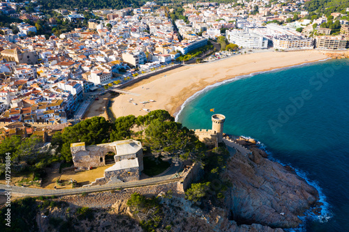 Canvastavla Aerial panoramic view of town Tossa de Mar with fortified medieval walls, Costa