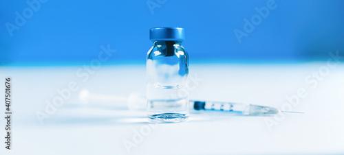Foto Vaccino covid 19 coronavirus con boccetta e siringa