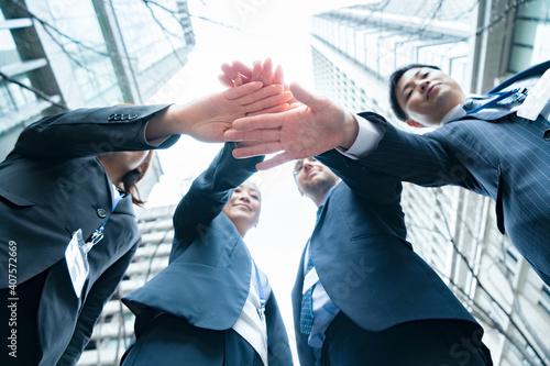 Billede på lærred 手を重ねるビジネスチーム