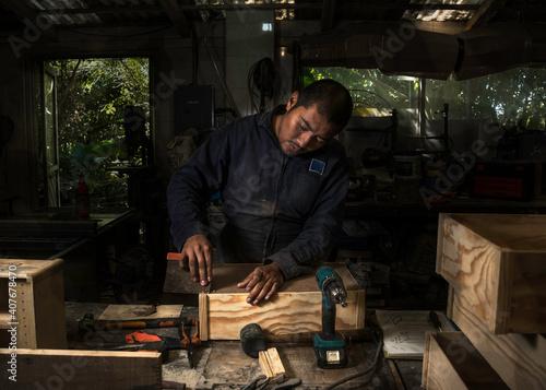 Obraz na plátne Joiner fix the woodwork in the carpentry