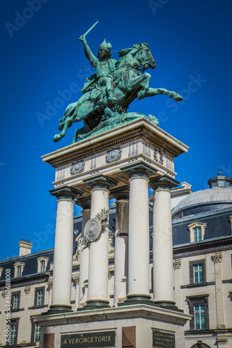 Fotografía Bronze statue of the gallic hero Vercingetorix on the Jaude Square in the city o