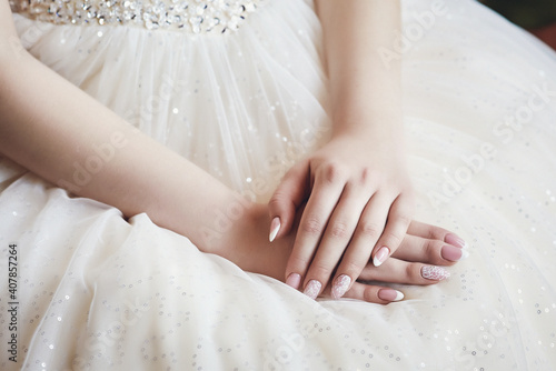 Fotomural hands of the bride with a stylish manicure on the bodice of a luxurious wedding