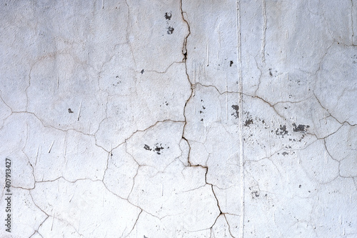 Tablou Canvas detail of a white wall cracked and deteriorated by the passage of time